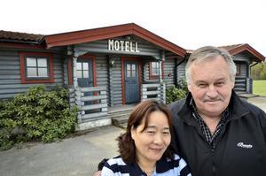 Ägarna  Mei Quin och Jan Nilsson utanför Sannakroa. (arkivbild)