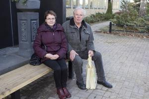 Merja och Ola Staflin hoppas på en halkfri vinter med de nya halkskydden.