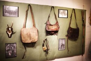 Tre donerade jaktväskor blev starten till en utställning .