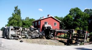 Långtradaren som krossat en gård i Axmar.