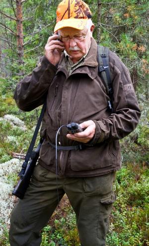 """Folke Eriksson vill inte ha varg men tar avstånd från tjuvjakt. """"Att köra på med skoter och slå ihjäl är inte jakt, det är idioti"""", säger han."""