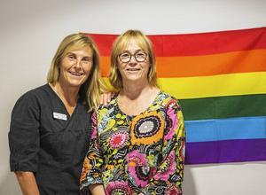 Catharina G. Lundström (vänster) och Susanne Högberg (höger).   – När man bemöter människor är det viktigt att se själva individen och inte kategorisera dem, säger Catharina G. Lundström.