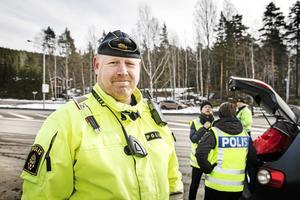 Johan Alm jobbar vid trafikpolisen i Dalarna.