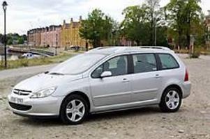 Sväljer massor. Peugeot 307 SW är en mycket rymlig och flexibel bil som klarar sju personer (extrasäten bak kostar 2995 kronor per styck).