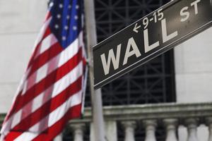 Avkastning krävs. Har det blivit för stora kapitalvinster? Bilden från Wall Street i USA. Foto: Mark Lennihan/AP Photo/TT