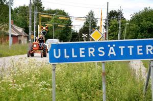 Linnea Ekström blev upplockad i Ullersätter av farfar Göran Gustafsson. Allis Chalmerstraktorn har varit i familjen och gått på åkrarna i kanten av Frövi sedan 1937.