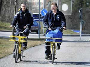 Två brevbärare i samma trapp blir inte effektivare.    Foto: Lars Pehrson/SCANPIX