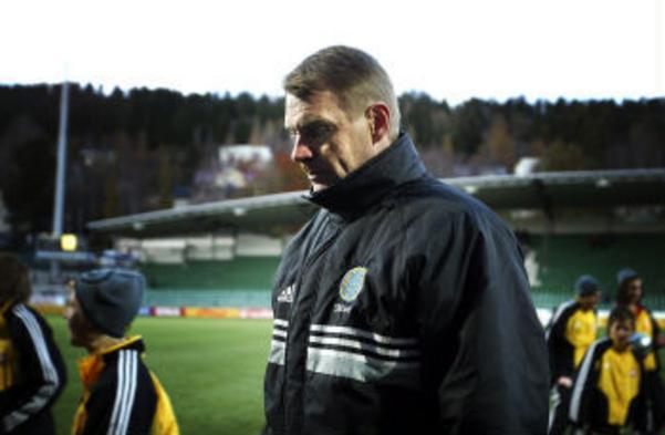 Åtta matcher, tre segrar, två kryss och tre förluster blev Anders Högmans facit som allsvensk huvudtränare. Nu tar han steget tillbaka.