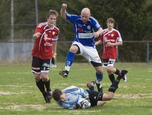 Delsbo fixade sin andra raka seger i hälsingefyran när Stugsund besegrades med 4–0.