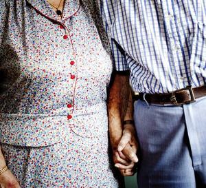HÅLLER IHOP. Arne och Ellen Landström har hållit ihop i över 72 år, varav de varit i gifta i 70 och nu firar järnbröllop.