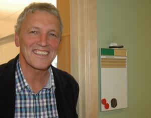 Andrew Casson kan i dag titulera sig kanslichef för Högskolan Dalarna. Ett jobb som den blivande 60-åringen trivs bra med.