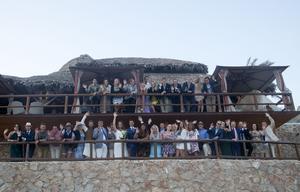 Nästan alla av de 50 gäster som tänkt komma på bröllopet tog sig fram i tid trots flygstrejken.