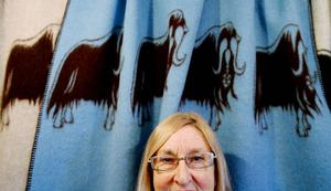 Myskoxfilten har blivit något av Gunilla Ellis signum. Den vävs fortfarande, efter 14 år, i Röros. Foto: Henrik Flygare