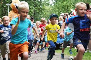 Alla barns dag med sin löpartävling, här i Öjeparken i Edsbyn,  får representera de olika evenemang som arrangeras i Ovanåkers kommun.