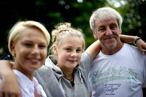 Rollen som Fannys 15-åriga dotter görs av Helena Bergströms och Colin Nutleys verkliga dotter Molly Nutley.