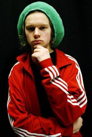 """Sebastian """"Görda"""" Mellergård bjuder publiken på tre hiphopnummer i kväll. Bland annat låten """"Gud på vår sida"""" som också kommer att finnas med på projekt Storsjöoljudets samlingsskiva."""