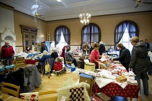 Många saker bytte ägare i lördags. Det fanns allt från porslin och leksaker till dukar och böcker.