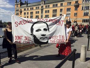 En demonstration mot Vattenfalls brunkols produktion genomfördes 24 maj i år utanför Riksdagshuset i Stockholm.