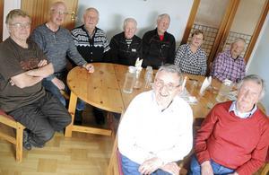 Från vänster bakre raden Bengt Erkers, Thor Persson, Karl-Erik Norberg, Hans Eriksson, Sune Back, diakon Catharina Wiberg och Sven Olsson. Främre raden från vänster Berndt Händemark och Thure Sjöberg.