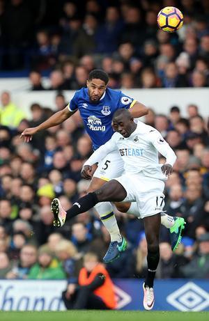 Modou Barrow kan nu vara på väg bort från sitt Swansea, med flera andra Premier League-klubbar som ryktas vara intresserade av spelaren.