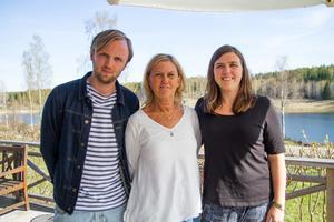 Bengt Ohlssons anhöriga ser fram emot utdelningen av minnesstipendiet: sonen Erik, hustrun Birgitta och dottern Elin Ohlsson.