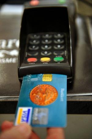 Arbetsmiljörådet uppmanar alla att handla rätt och betala med kort.Foto: Jurek Holzer / SCANPIX