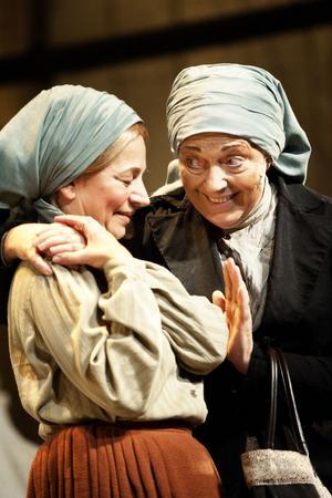Susanne Hellström och Barbro Enberg övertygar i sina skådespelarinsatser.