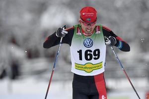 Johan Olsson spurtar mot segern.