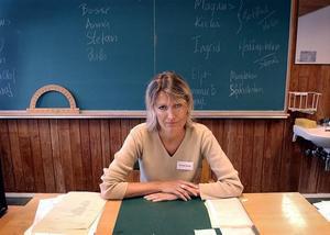 ELEVPENGAR FÖRSVINNER. Kerstin Olsson är rädd att statsbidrag som är öronmärkta för nyanlända invandrarelever försvinner i de allmänna besparingarna i stället för att komma rätt elever tillgodo. Tillväxtnämnden, där Vänsterpolitikern och läraren själv sitter, ska nu göra en uppföljning av hur introduktionsersättningen används.