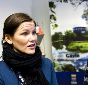 """Gävles turistchef Tove Elvelid måste fås på bättre tankar än att marknadsföra Gävle bro som """"Porten till Norrland"""". Det vore förödande för Gävle som varumärke."""