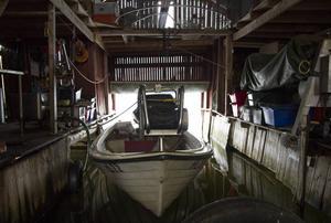 Sik och öring fiskar Karl-Erik Åström med sin båt. För tillfället får han inte fiska lax eftersom kvoten är uppfylld.