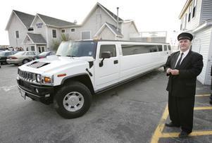 Värstingjeepen Hummer finns också som limousin.