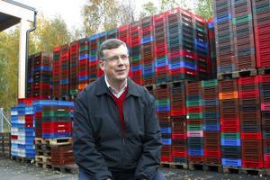 ertil Kjellberg besökte igår fryshuset i Ånge där 1 000-tals ton bär lagras.