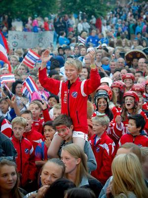 43 procent av Storsjöcupens besökare kommer från Norge – och de står för en stor del av de 32 miljoner som flödar in i Östersund under cupveckan.