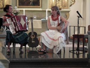 Duo Vox Vocalem, Ida Persson och Åsa Jönsson, sjöng i Sollefteå kyrka i lördags.