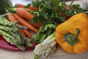 Det är lockande med färgstarka grönsaker efter en halvårslång vinter med snö och kyla.