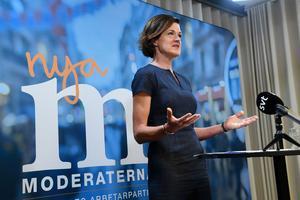 Moderaternas partiledare Anna Kinberg Batra håller pressträff på Moderaternas kontor i Stockholm på fredagen.