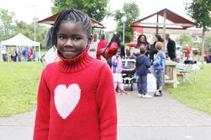 Vallbybo. Denisia Mokoko, 8 år, var på Vallbydagen med sin mamma och sina systrar. En av höjdpunkterna för henne var godiset man fick.