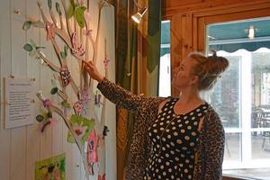 Jessica Gunnarsson nappade direkt när årets tema presenterades. Här tittar hon till sälgen-trädet.