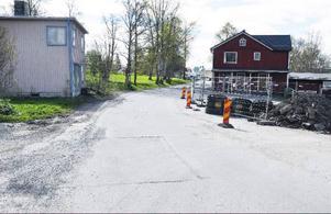 Före valet lovar kommunstyrelsen att ombyggnaden av den bedrövliga Strandvägen i Järpen ska påbörjas. Projektet kostar 10,5 miljoner men då är både tidigare projektering och VA-arbeten inräknade.