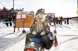 Max Sandlund kanske är ett framtidsnamn inom skoter. Fyra år gammal har han åkt från Luleå för att tävla i Östersund.
