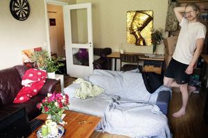 I det lilla kollektivet i Sätra finns två soffor där Martin Wiberg gärna låter okända människor sova.