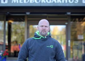 Crister stoppade en man med yxa från att komma in i Medborgarhuset i Sveg under torsdagseftermiddagen.