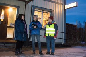 Pia Sonefjord, Helena Moström och Kerstin Hellberg har i omgångar kämpat för att behålla biblioteket då det varit tal om nedläggning flera gånger.