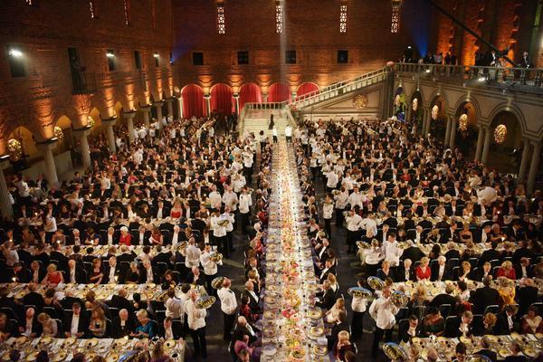 De 1 350 gästerna på Nobelbanketten serveras med fat.
