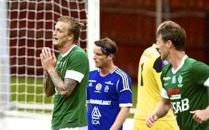 Peter Nilssons Brage gjorde en bra match mot Sundsvall, men förlorade ändå med uddamålet. Nilsson var själv nära att näta flera gånger. Foto: Claes Söderberg