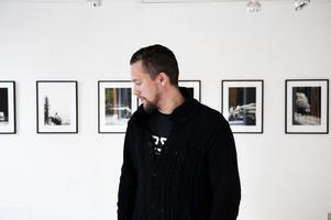 Erik Kihlbaum visar sin pågående serie Resonance Remains på Galleri Se Konst i Falun.