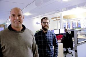 Petter Holmberg, vd, och Per Magnusson, chef för kundmottagningen, är nöjda med att finnas i Gävle.
