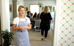 Jessica Bornström, verksamhetsansvarig på Elsa Andersons konditori, är positivt överraskad över sommaren 2017.