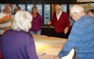 Harald Olsson, engagerad guide som visar meteoritens troliga nedslagsplats.